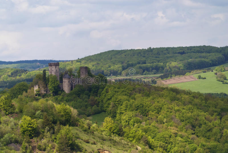 Rovina medievale di un castello fotografie stock