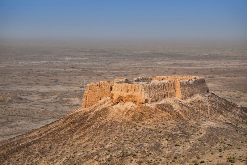 Rovine abbandonate della fortificazione di Ayaz Kala #2, l'Uzbekistan immagini stock libere da diritti