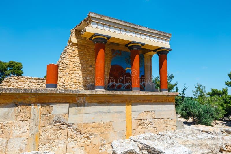Rovine antiche del palazzo famoso di Minoan di Knosos, isola di Creta, Grecia fotografia stock libera da diritti
