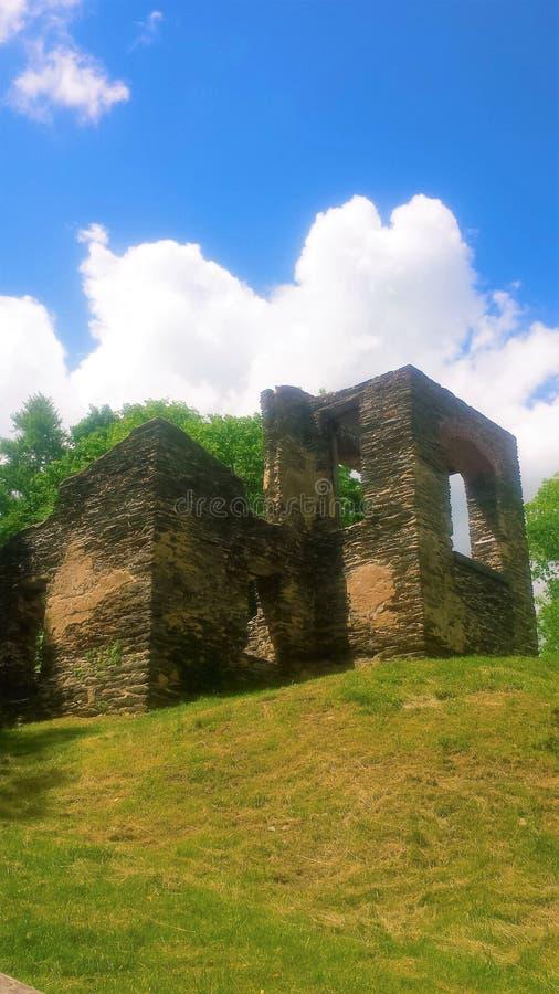 Rovine antiche della chiesa fotografie stock