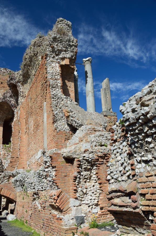 Rovine antiche nella città italiana Taormina immagini stock libere da diritti