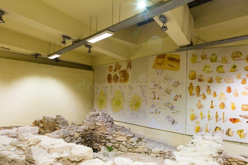 Rovine conservate nella stazione della metropolitana di Monastiraki fotografia stock