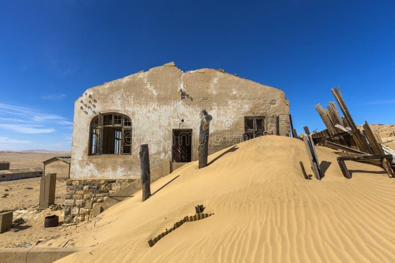 Rovine dei agains della duna di sabbia di costruzione immagine stock