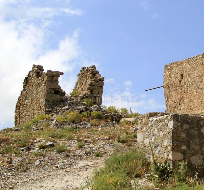 Rovine dei mulini a vento veneziani antichi costruiti nel XV secolo, plateau di Lassithi, Creta, Grecia immagine stock