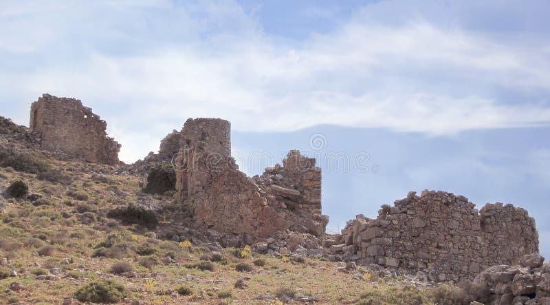 Rovine dei mulini a vento veneziani antichi costruiti nel XV secolo, plateau di Lassithi, Creta, Grecia fotografie stock libere da diritti