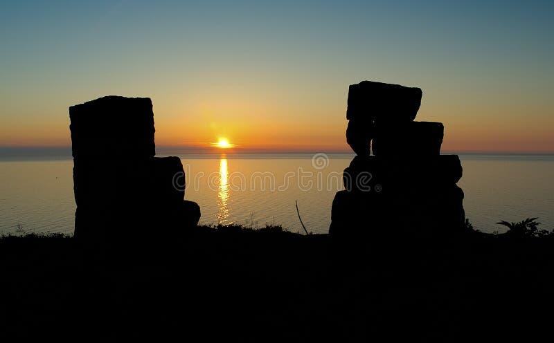Rovine del castello al tramonto fotografie stock