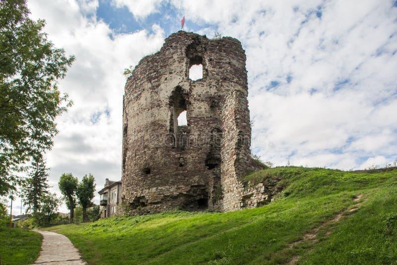 Rovine del castello in Buchach, oblast di Ternopil, Ucraina immagini stock libere da diritti