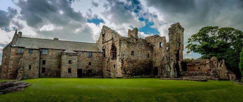 Rovine del castello di Aberdour, Scozia fotografie stock