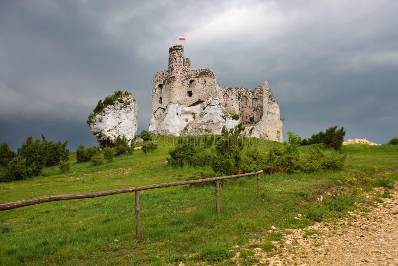 Rovine del castello in Polonia immagine stock