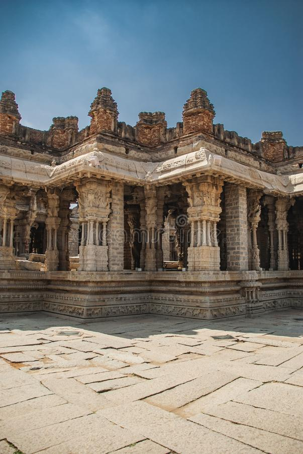 Rovine del complesso del tempio di Vittala, Hampi, il Karnataka, India fotografie stock