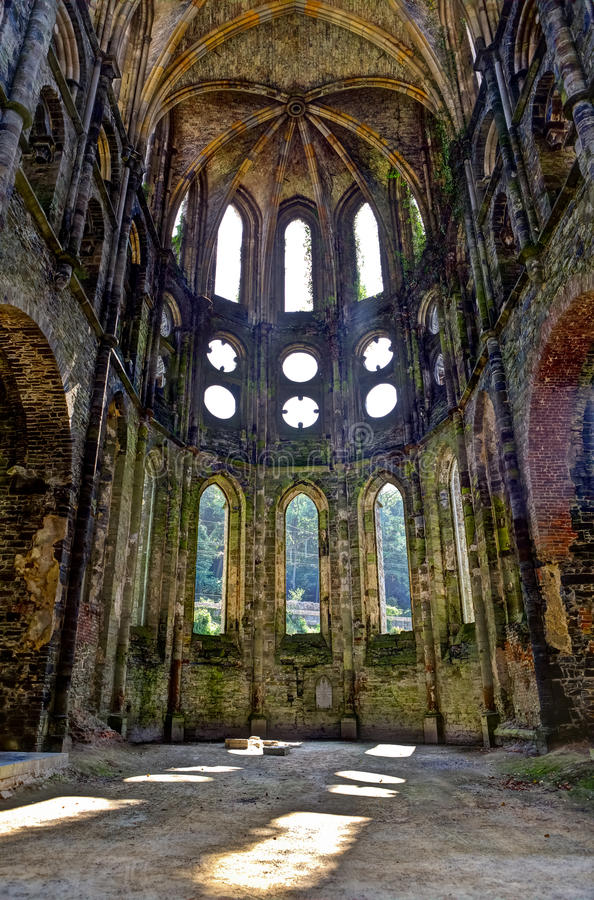 Rovine del coro della chiesa nell'abbazia della La Ville, Belgio di Villers fotografia stock