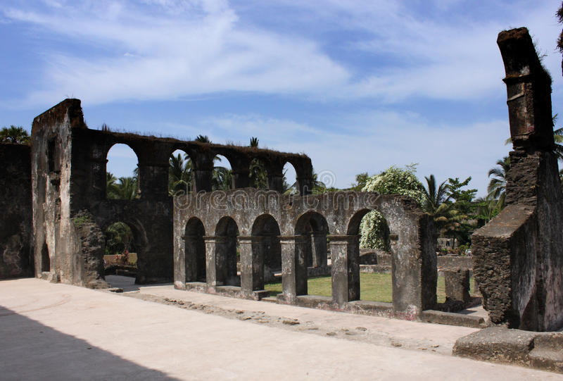 Rovine del monastero domenicano fotografie stock