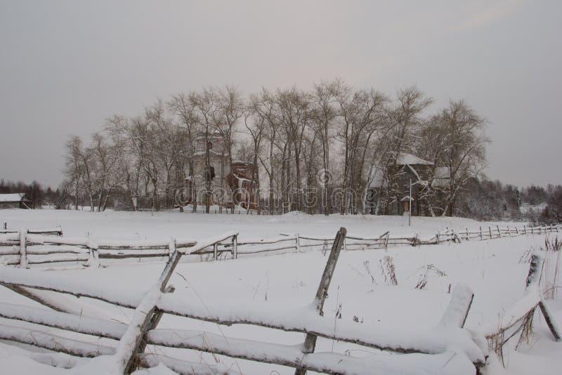 Rovine del nord e antiche russe della chiesa fotografia stock libera da diritti