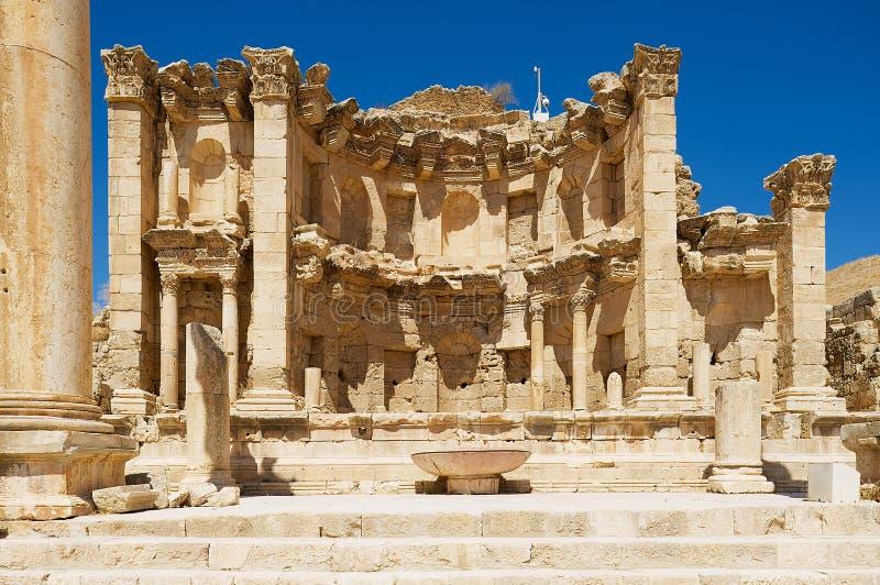 Rovine del Nymphaeum nella città romana di Gerasa Jerash moderno in Giordania fotografie stock libere da diritti