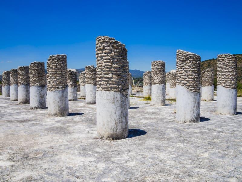 Rovine del palazzo bruciato nel sito archeologico di Tula, Messico fotografia stock libera da diritti