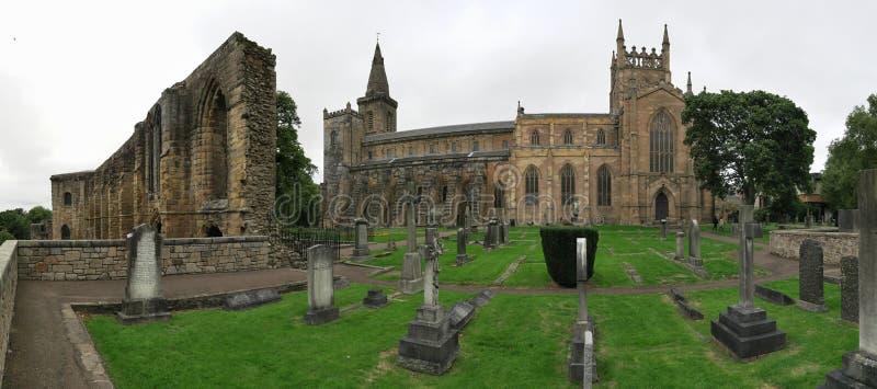 Rovine del palazzo & dell'abbazia di Dunfermline in Scozia fotografie stock libere da diritti