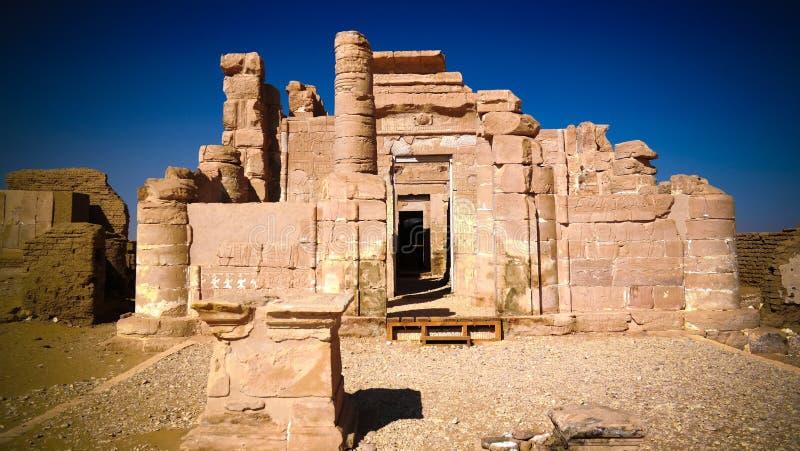 Rovine del tempio di EL-Haggar di Deir, oasi di Kharga, Egitto fotografia stock