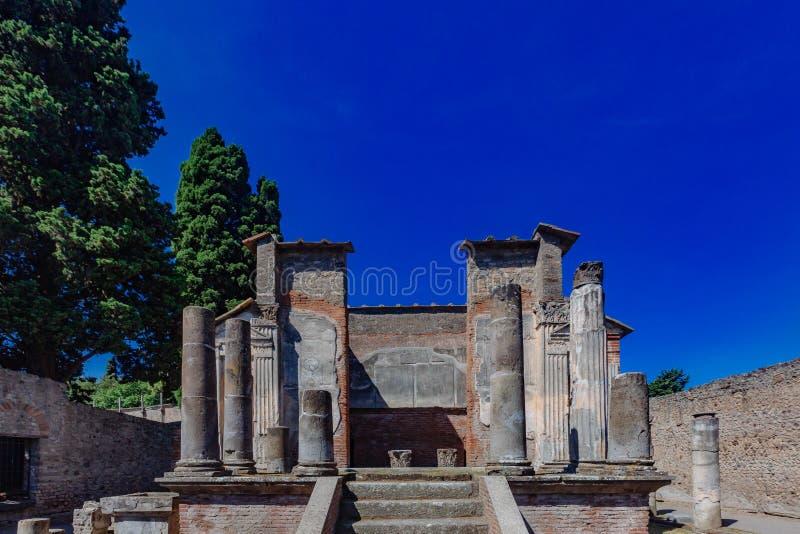 Rovine del tempio a Pompei, Italia fotografia stock