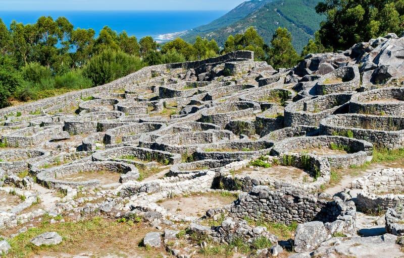 Rovine del villaggio celtico antico Santa Tecla - in Galizia, Spagna fotografia stock libera da diritti