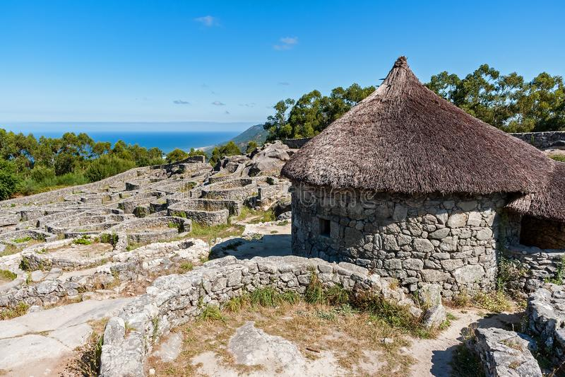 Rovine del villaggio celtico antico Santa Tecla - in Galizia, Spagna fotografie stock libere da diritti