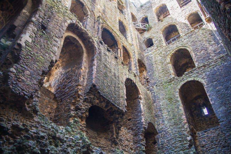 Rovine del XII secolo del castello di Rochester Castello e rovine delle fortificazioni Risonanza, Inghilterra sudorientale fotografia stock