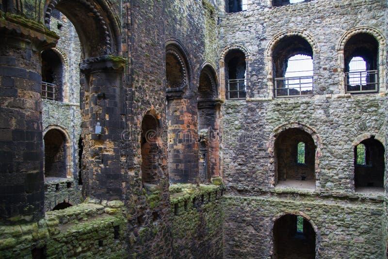 Rovine del XII secolo del castello di Rochester Castello e rovine delle fortificazioni Risonanza, Inghilterra sudorientale fotografie stock