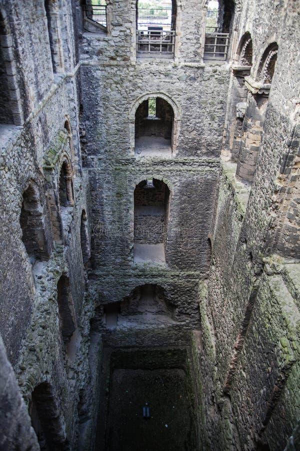 Rovine del XII secolo del castello di Rochester Castello e rovine delle fortificazioni Risonanza, Inghilterra sudorientale immagini stock