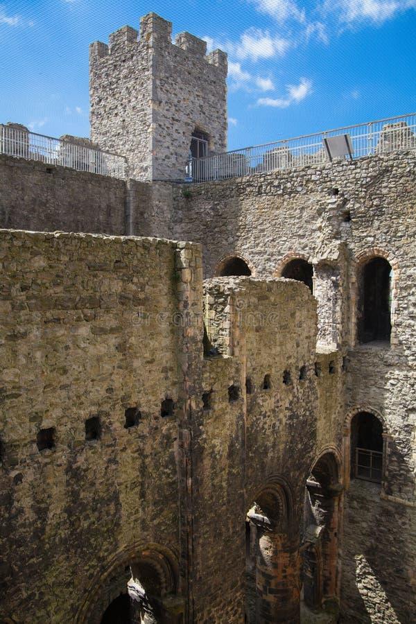 Rovine del XII secolo del castello di Rochester Castello e rovine delle fortificazioni Risonanza, Inghilterra sudorientale fotografie stock libere da diritti