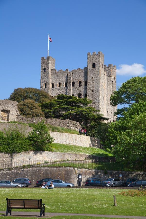 Rovine del XII secolo del castello di Rochester Castello e rovine delle fortificazioni Risonanza, Inghilterra sudorientale immagine stock