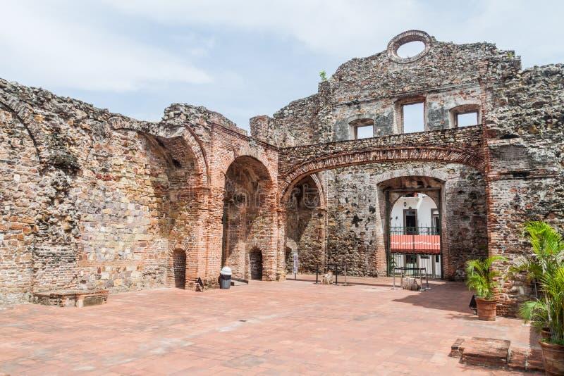 Rovine della chiesa di Santo Domingo nel centro storico di Casco Viejo di ci del Panama fotografie stock libere da diritti