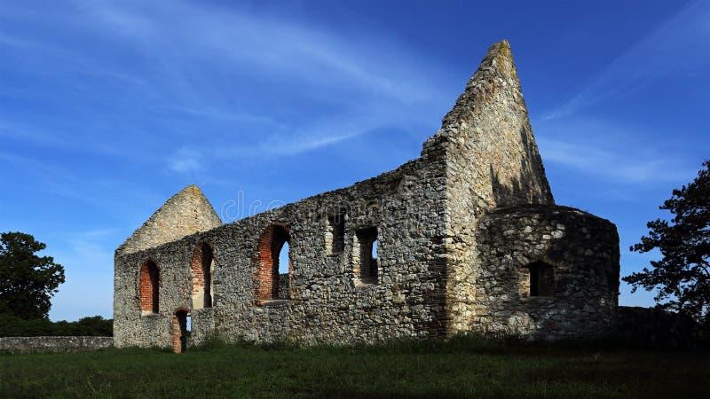Rovine della chiesa romanica, Haluzice, Slovacchia immagine stock