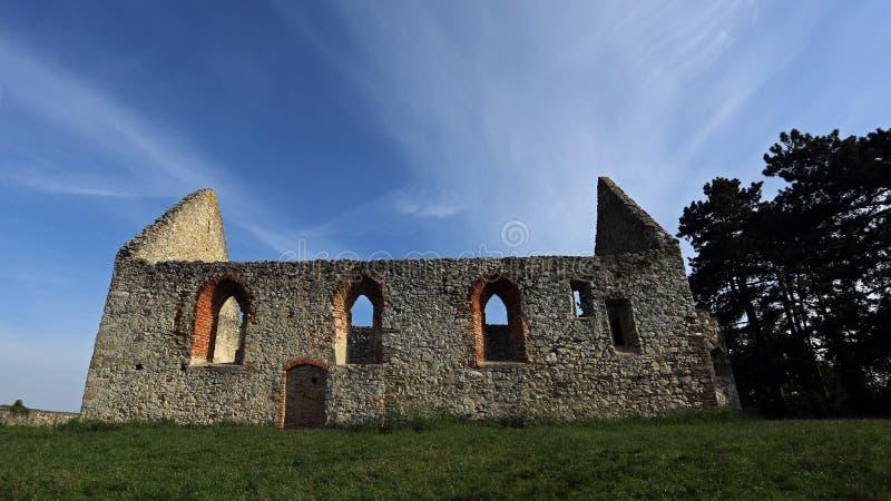Rovine della chiesa romanica, Haluzice, Slovacchia immagini stock