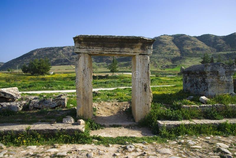 Download Rovine Della Città Antica Di Hierapolis Fotografia Stock - Immagine di giorno, famoso: 56881936