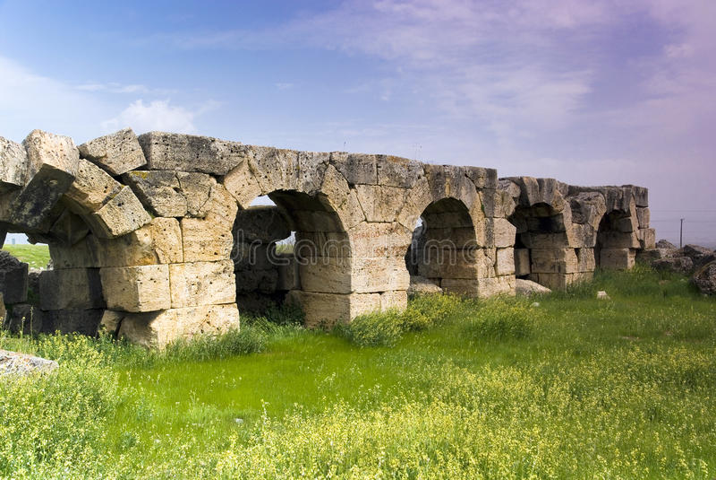Download Rovine Della Città Antica Di Hierapolis Immagine Stock - Immagine di limite, famoso: 56882225