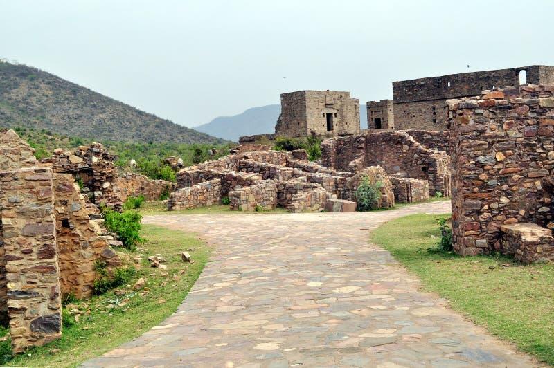 Rovine della fortificazione di Bhangarh immagini stock