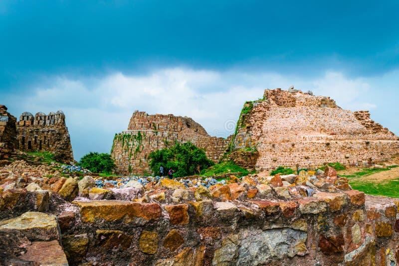 Rovine della fortificazione di Tuglakabad immagini stock libere da diritti