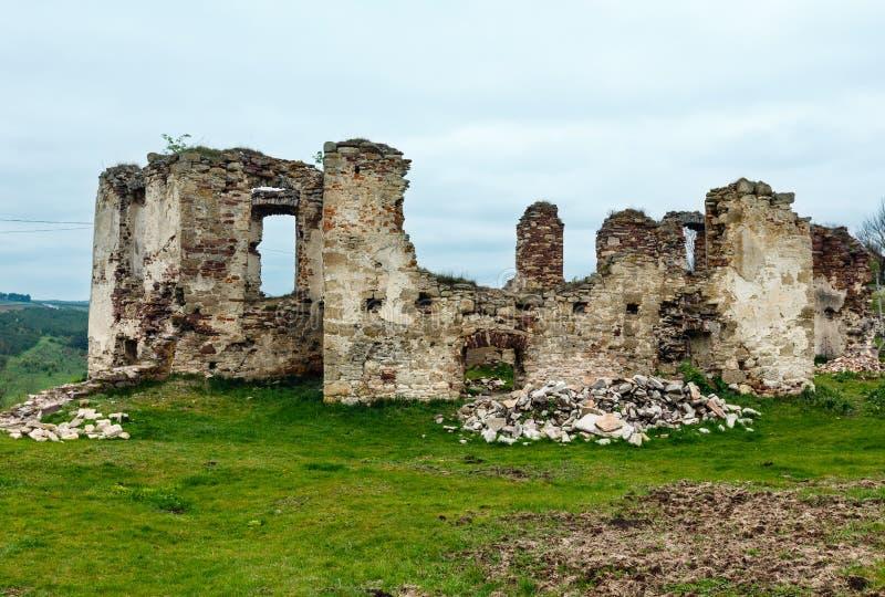 Rovine della molla del castello di Pidzamochok, regione di Ternopil, Ucraina fotografie stock libere da diritti