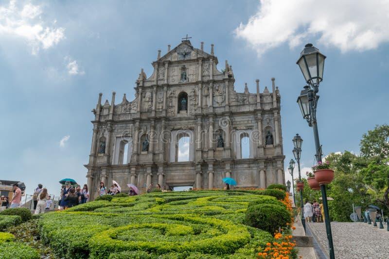 Rovine della st Paul Cathederal Macau, all'aperto giorno, cespugli di orticoltura della nuvola del cielo blu fotografia stock libera da diritti