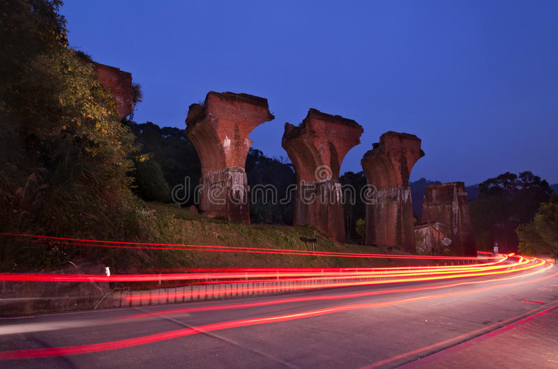 Rovine della vista a lungo-teng di notte del ponte fotografia stock