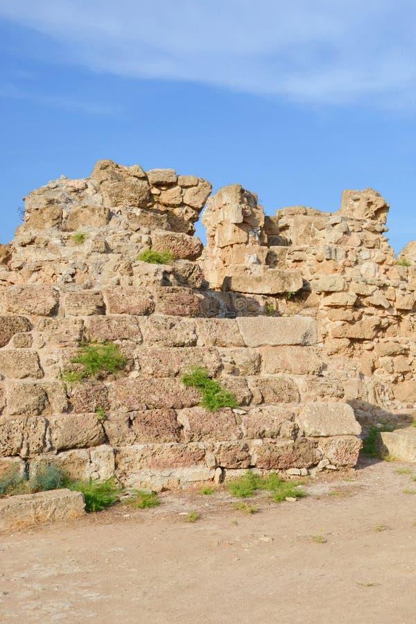 Rovine delle pareti che appartengono ai salami famosi complessi nel Cipro del Nord turco I salami erano una città stato famosa de fotografia stock libera da diritti