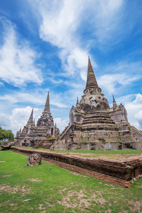 Rovine delle statue di Buddha e della pagoda di Wat Phra Si Sanphet in ayu fotografia stock