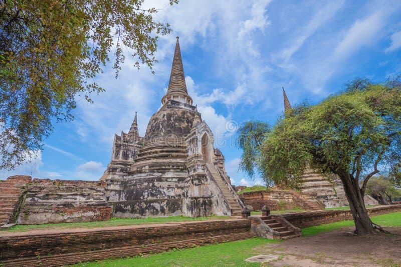 Rovine delle statue di Buddha e della pagoda di Wat Phra Si Sanphet in ayu immagine stock
