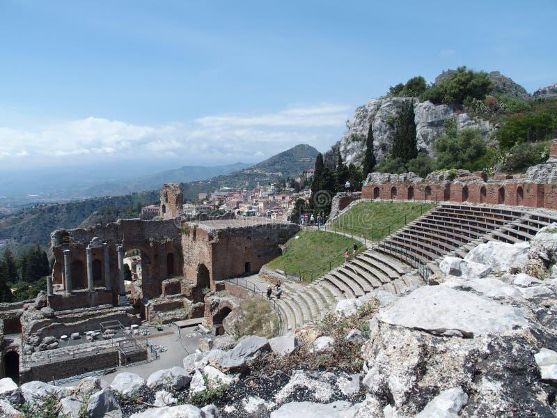 Rovine di greco antico e del teatro romano in Taormina immagine stock