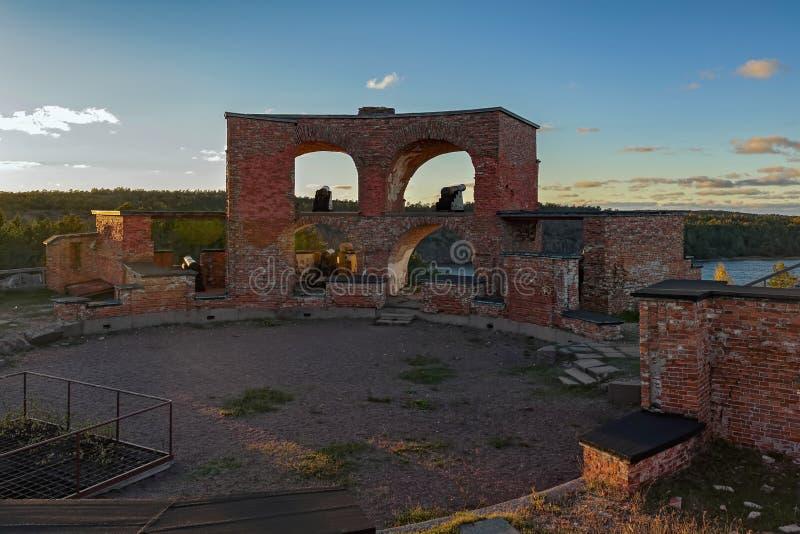 Rovine di vecchia fortezza russa Notvikstornet vicino a Bomarsund, Alan fotografia stock libera da diritti