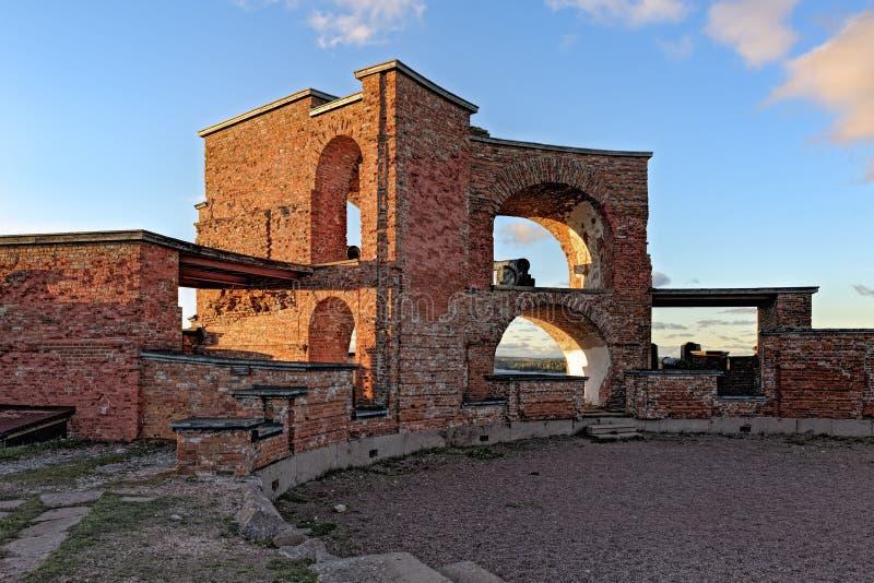 Rovine di vecchia fortezza russa Notvikstornet vicino a Bomarsund, Alan immagini stock