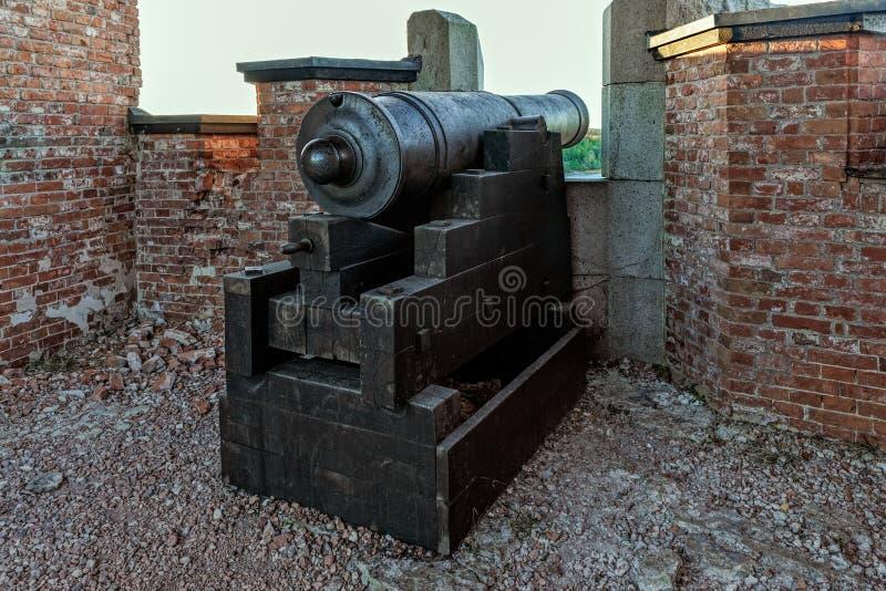 Rovine di vecchia fortezza russa Notvikstornet vicino a Bomarsund, Alan fotografie stock libere da diritti