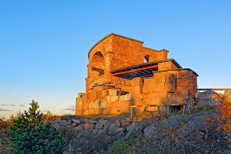 Rovine di vecchia fortezza russa Notvikstornet vicino a Bomarsund, Alan fotografia stock