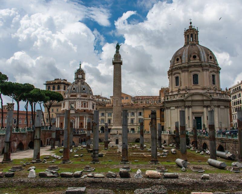 Rovine e costruzioni, Roma, Italia immagine stock