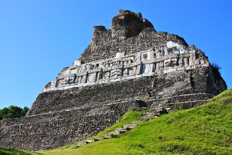 Rovine Mayan del tempiale a Xunantunich fotografia stock