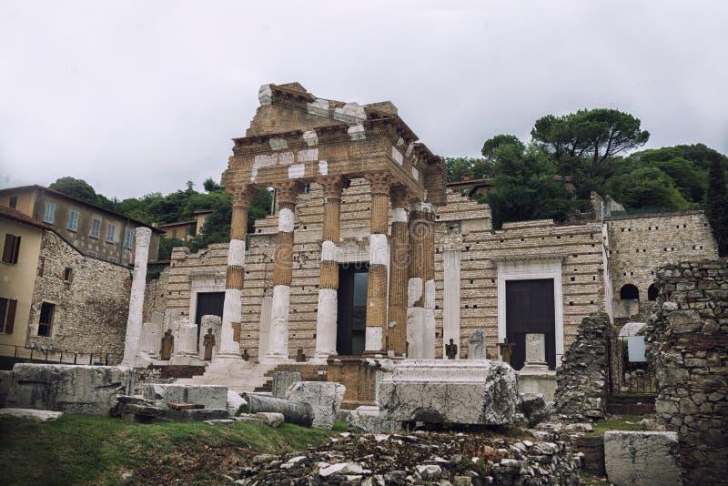 Rovine romane antiche a Brescia, Italia fotografia stock